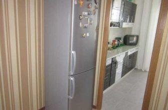 Расположение холодильника в коридоре