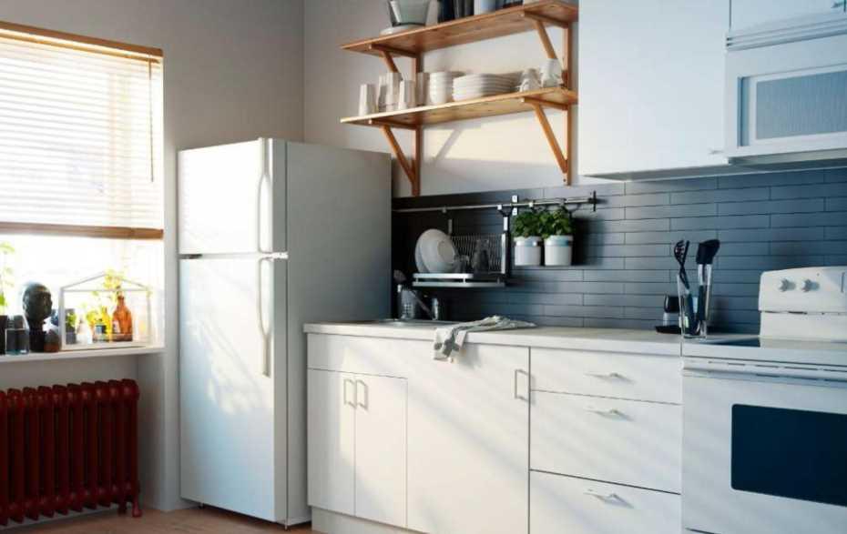 как защитить холодильник от батареи отопления