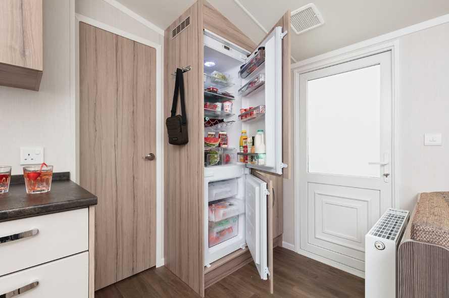 Как убрать холодильник в шкаф